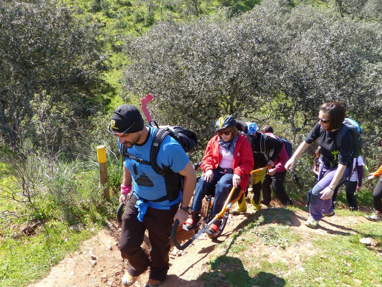 """Recorrer Monfragüe desde una silla: el Parque Nacional acoge la tercera edición del programa de senderismo adaptado """"Naturaleza para Todos"""""""