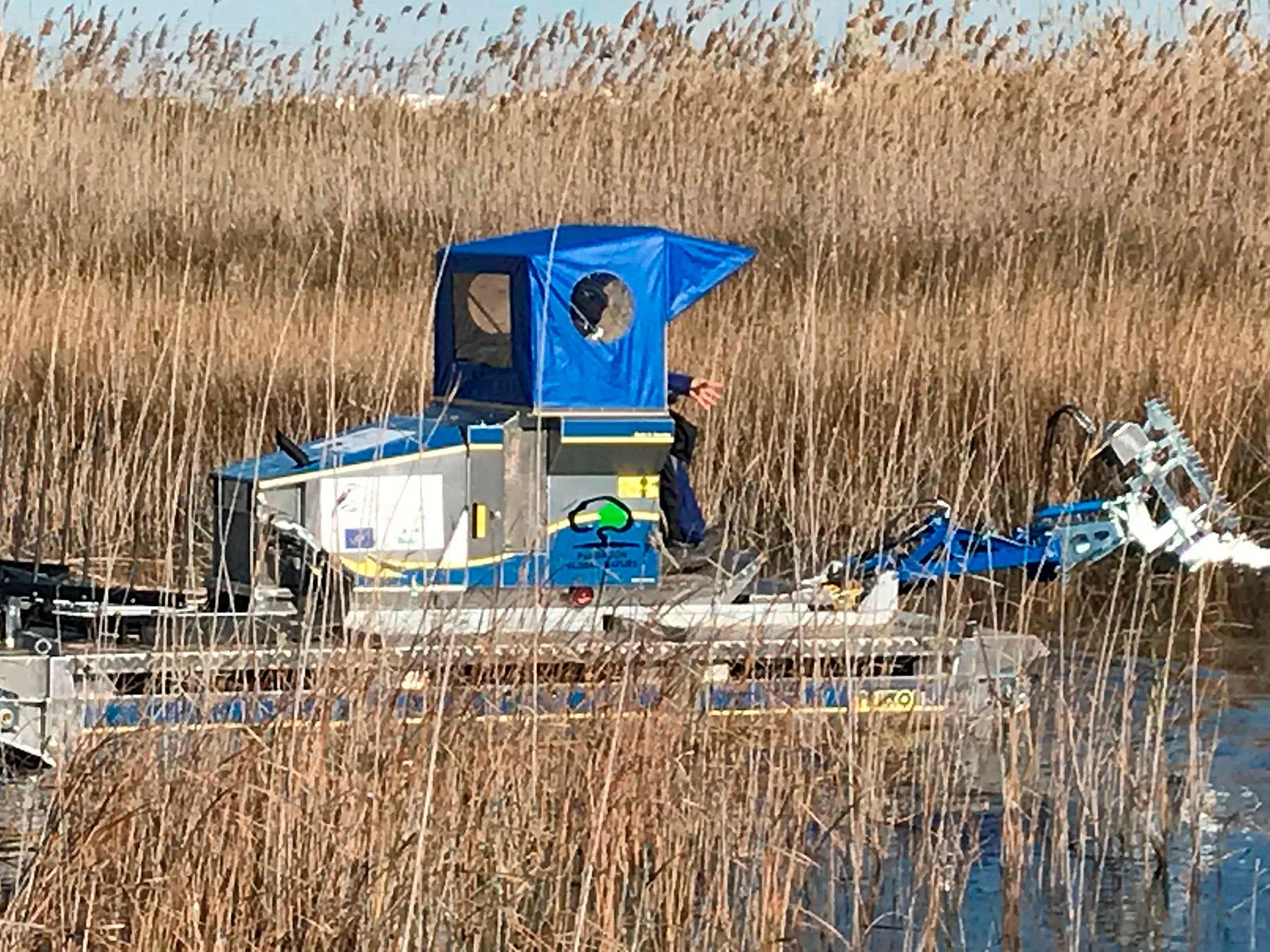 Presentación de la máquina anfibia para la conservación de los humedales, el hábitat migratorio del carricerín cejudo