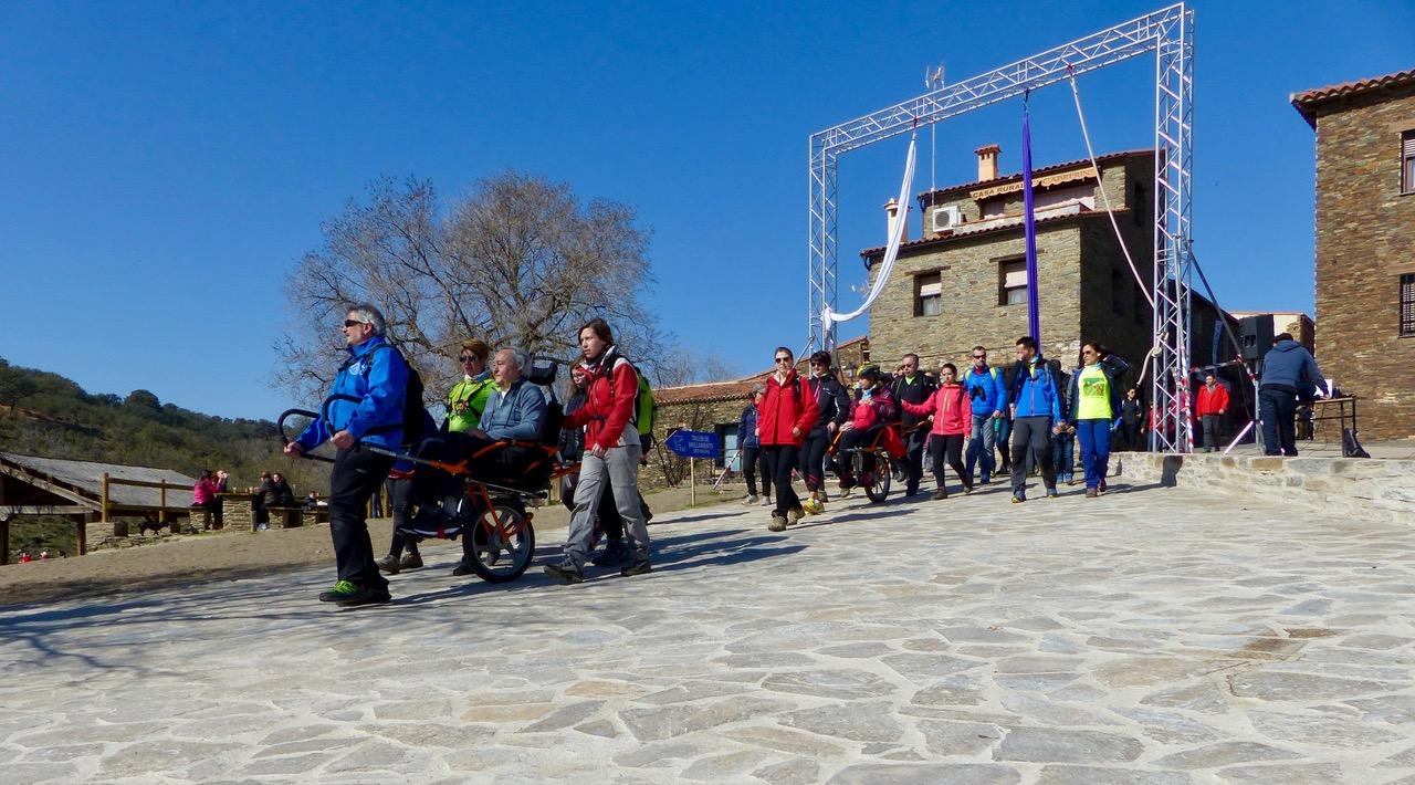 Personas con movilidad reducida disfrutan de dos rutas por Monfragüe con motivo de la FIO 2018