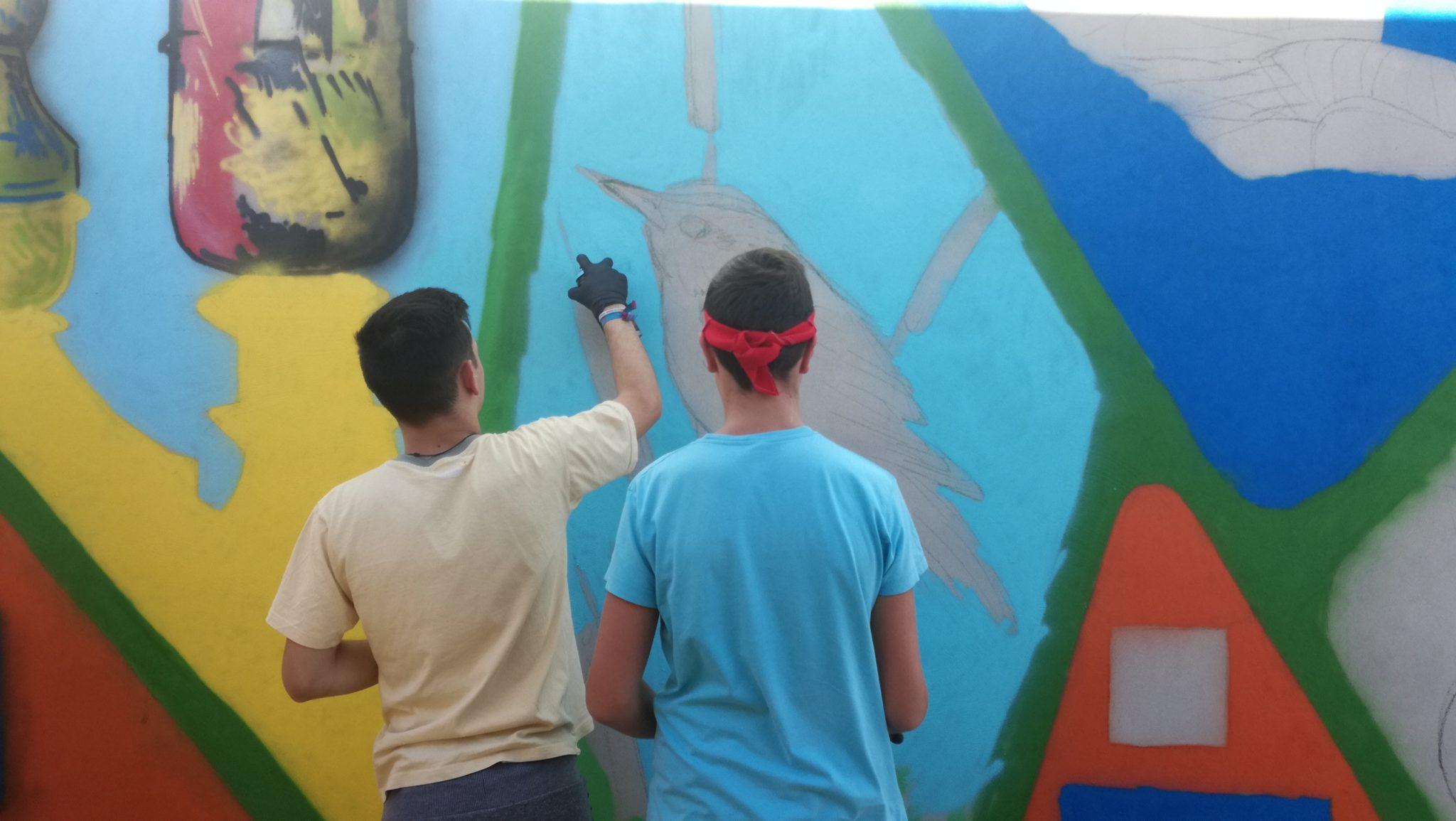 Taller de grafitis para concienciar sobre medio ambiente en Fuentes de Nava